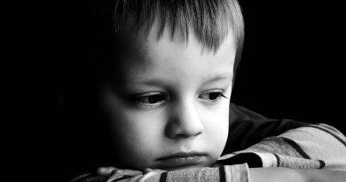 sad-child-portrait-d9328f06